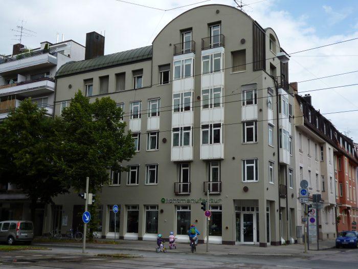 Bürohaus Schleißheimer Straße mit Fahrrad